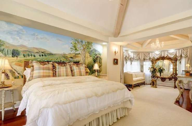 Master Bedroom at Bees Knees Fruit Farm and Country House
