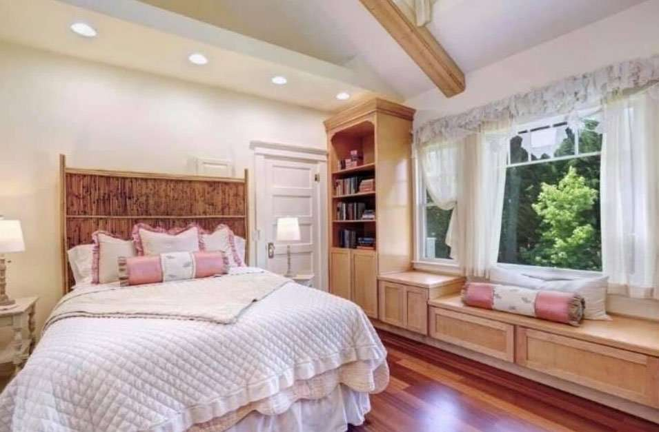 Library Bedroom at Bees Knees Fruit Farm and Country House